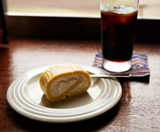杏仁ロールケーキ
