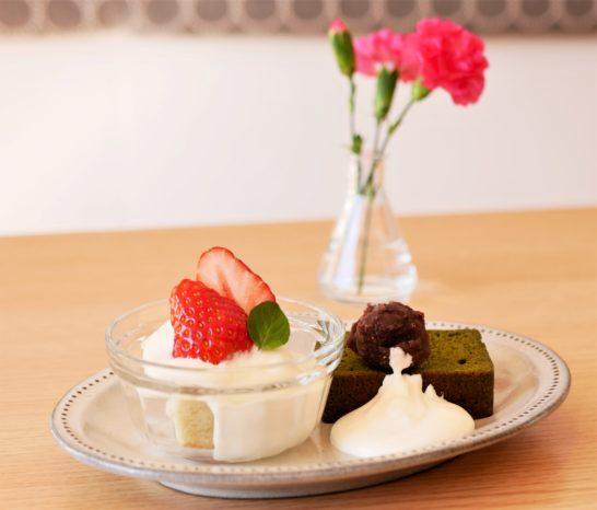 ミニ苺グラスショートと抹茶のパウンドケーキ